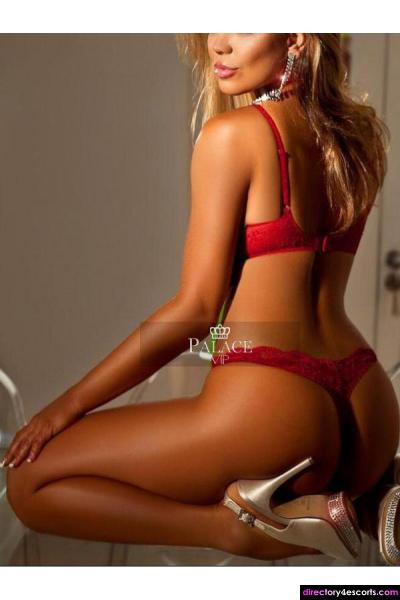 Samantha - A stunning Brazilian based in South Kensington