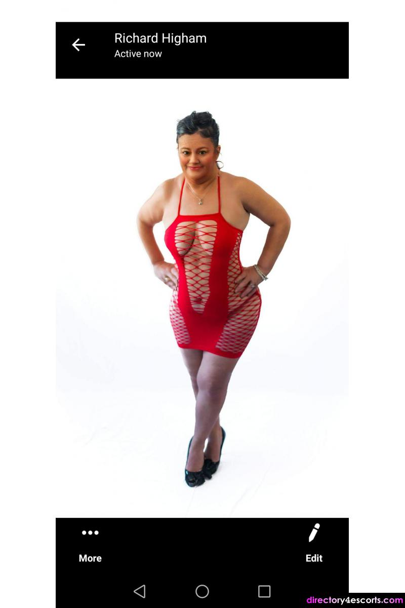 Sexy curvy female escort