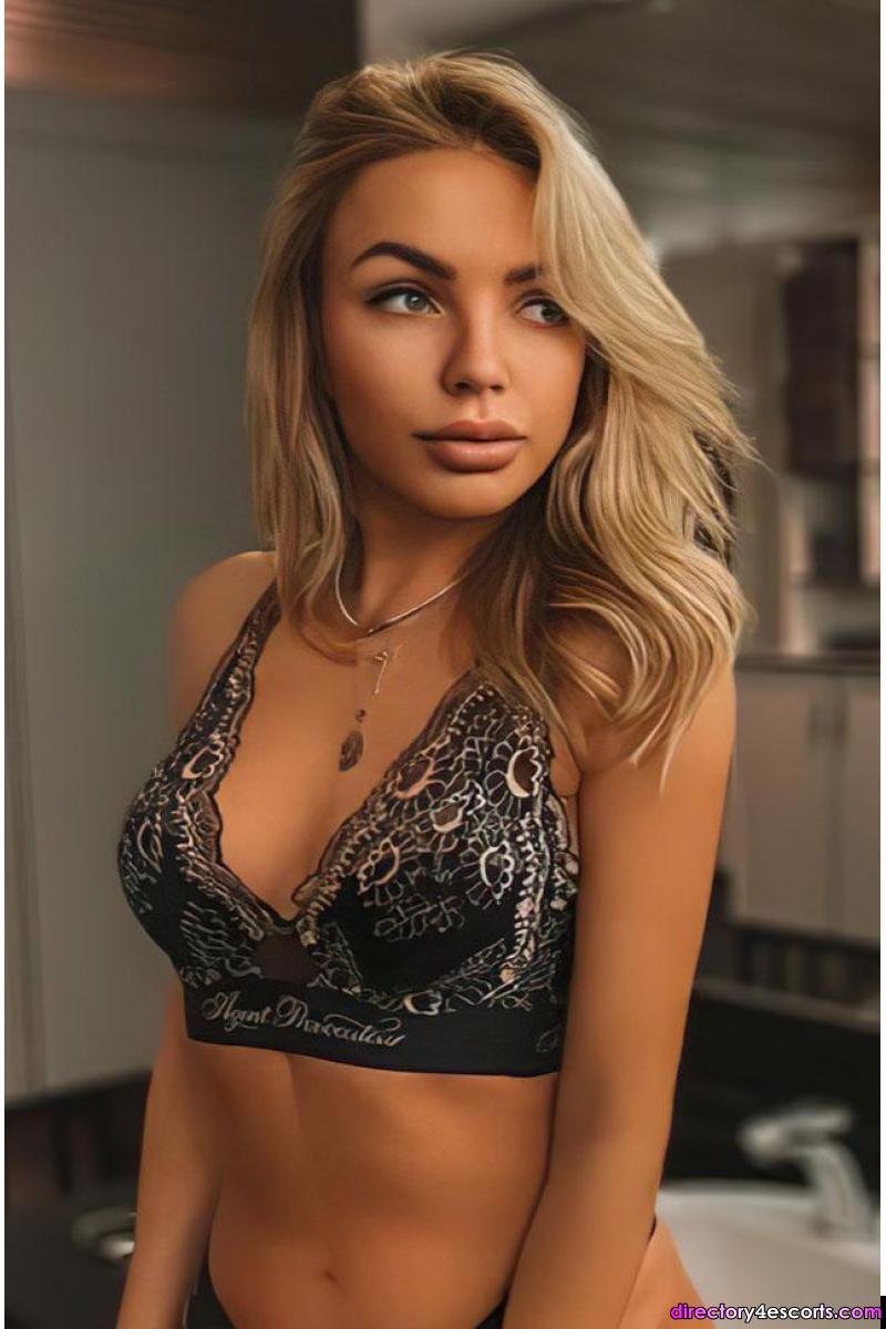 Cleo: Russian Blonde London Escort in Kensington