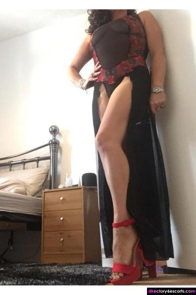 Coco mature English partygirl busty brunette escort